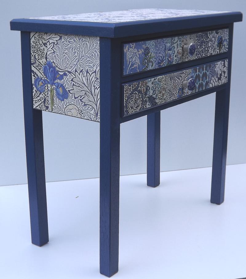 Bodenfliesen blau wei das beste aus wohndesign und for Weisses tischchen